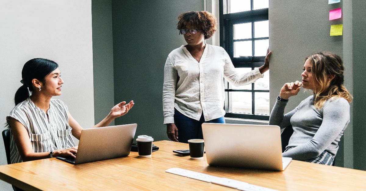 femmes entrepreneures qui discutent