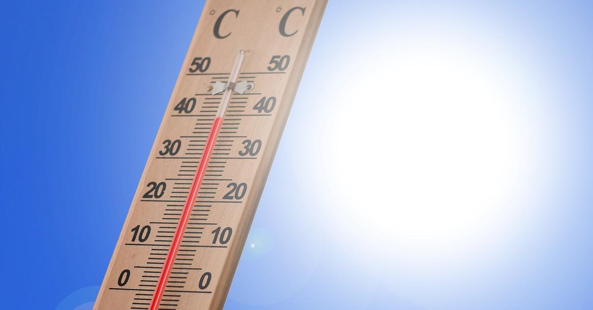 Thermomètre indiquant une chaleur intense.