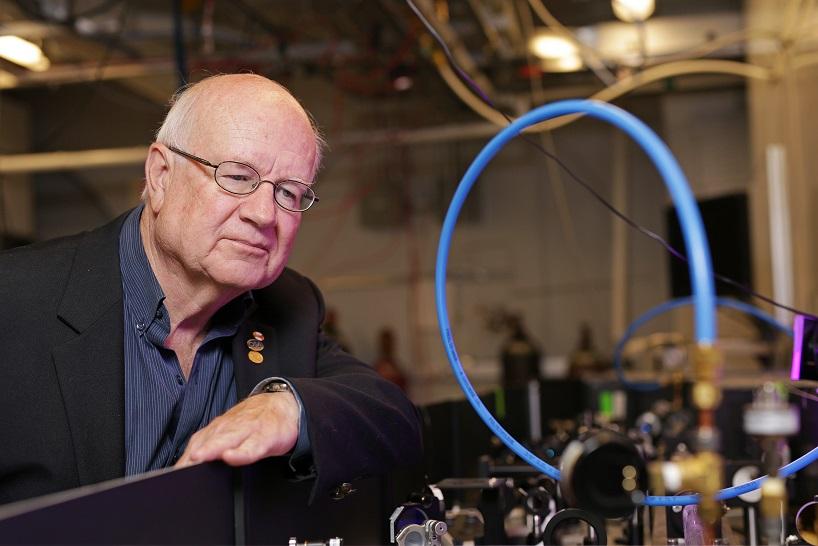 David Villeneuve, professeur auxiliaire à l'Université d'Ottawa et agent de recherches au Conseil national de recherches du Canada