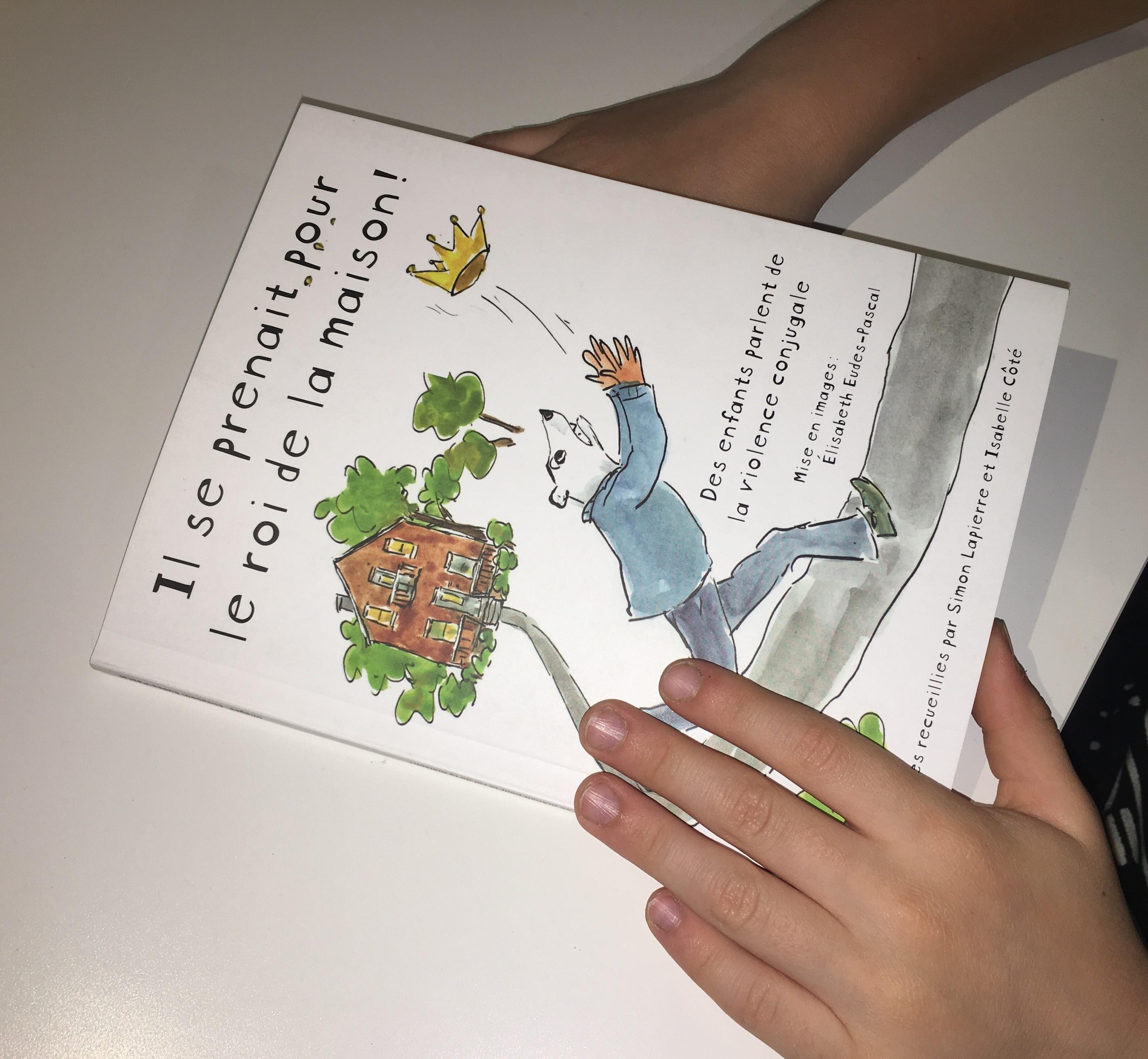 Enfant avec le livre