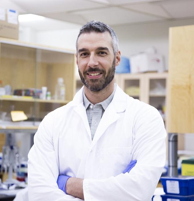 Michael De Lisio, professeur à l'Université d'Ottawa