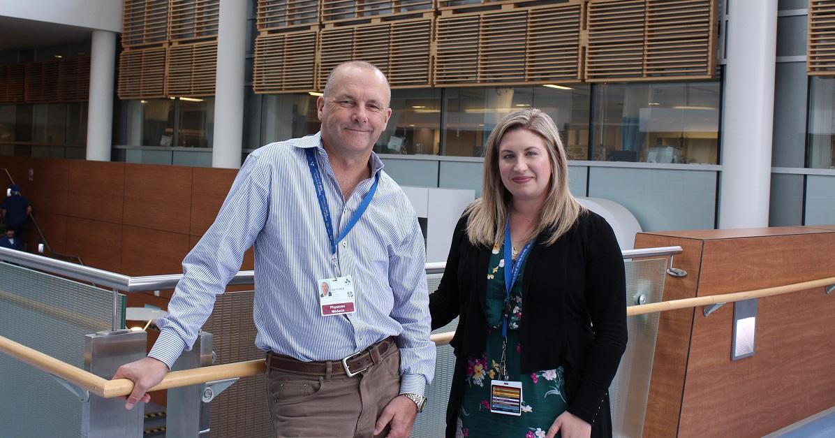 Dr. Simon Hatcher et Valerie Testa