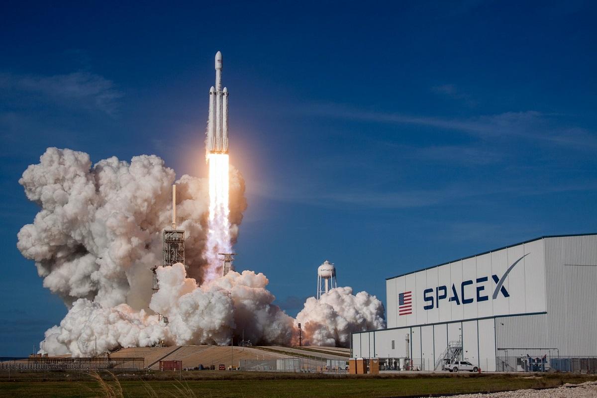 Une fusée décolle à l'installation de SpaceX
